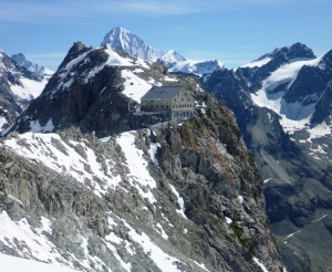 The-Vignettes-Hut-3160m-With-the-Dent-Blanche-Beyond